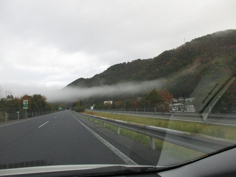 山に架かる雲