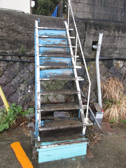 納屋の階段