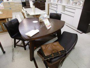 平田家具の三角テーブル