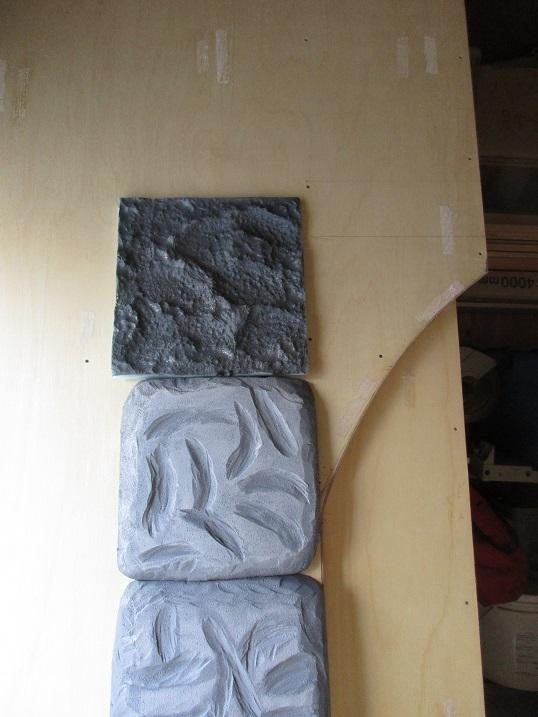 入場口の石