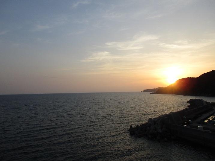 金波の夕日